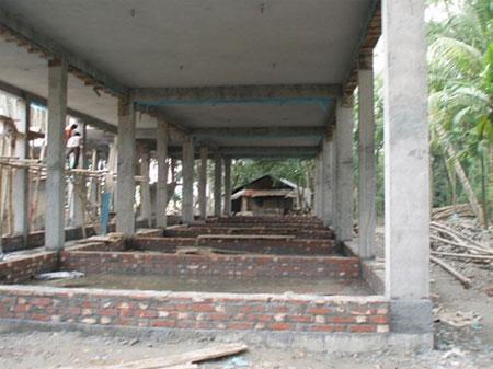 Una foto della chiesa in costruzione