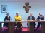 Tavolo del convegno: il Vescovo Scotti, don Gigino Primiano e i Sigg. Giuseppe e Maria Rita Leone